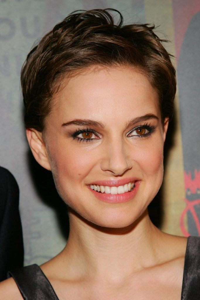 11 Beautiful Short Hairstyles for Oval Face Women  Hairdo Hairstyle