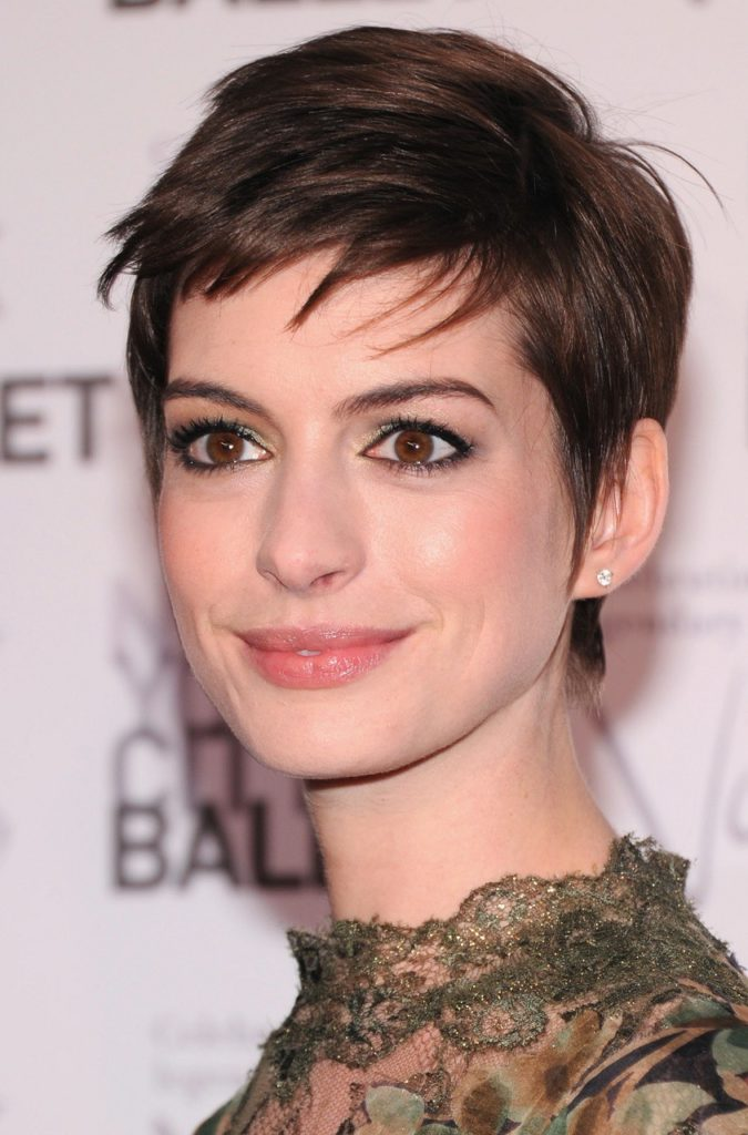 28 Beautiful Short Hairstyles For Oval Face Women