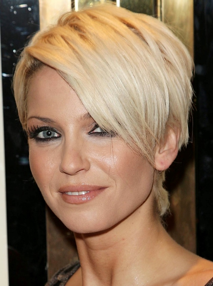 15 Gorgeous Razor Cut Short Hairstyles For All Types Of Hair