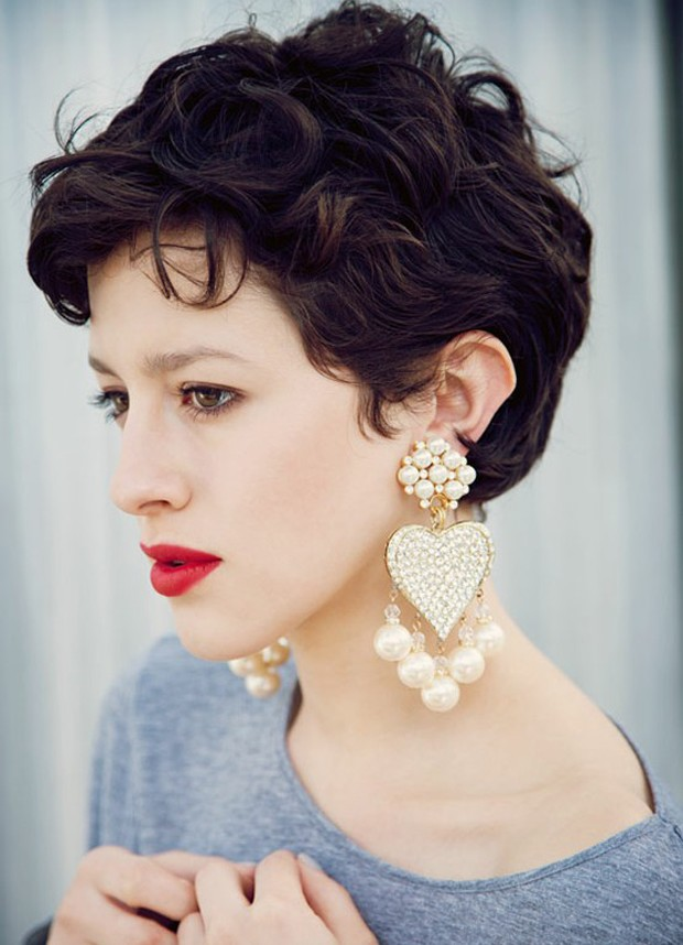 Pixie Cut Wavy Hairstyle
