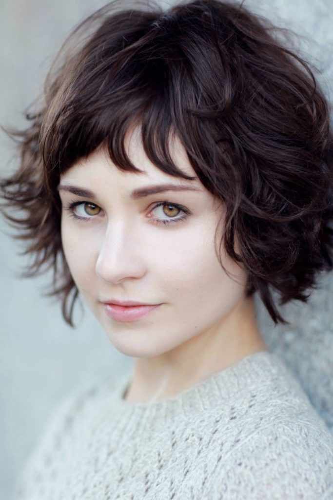 Wavy Short Hairstyles for Round Face