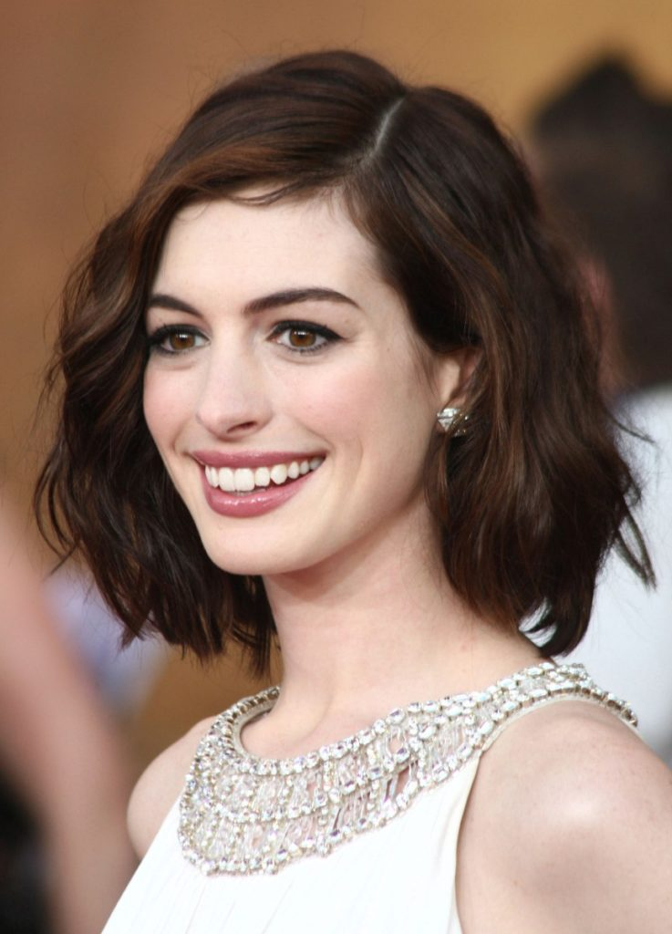 Side Part Curly Short Hairstyle