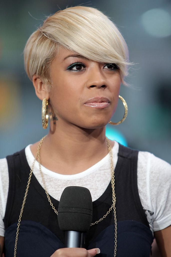 Blonde Short Hairstyle with Side Fringe
