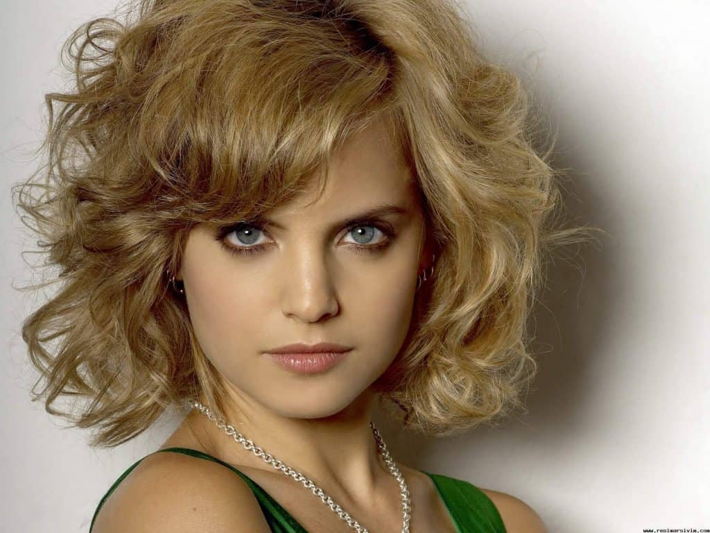 15 Lovely Wavy Short Hairstyles And Haircut Ideas