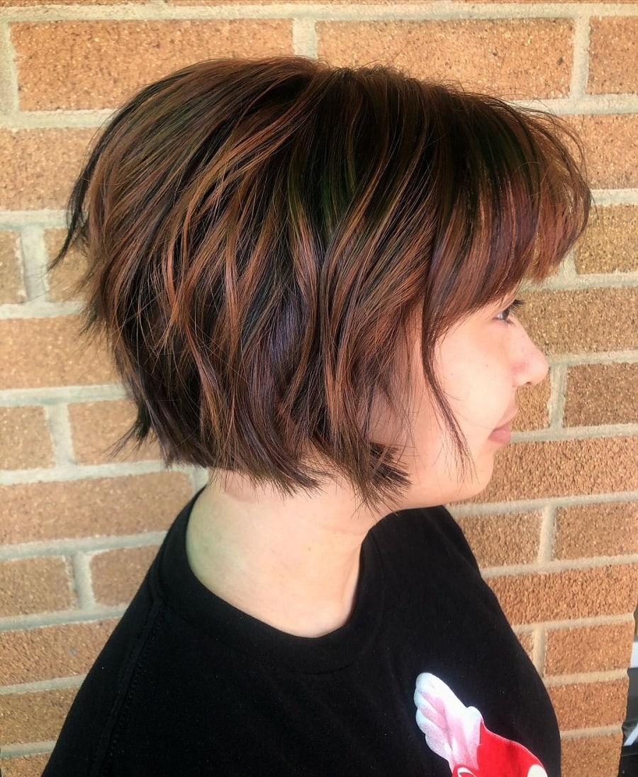 short choppy brunette hair with highlights