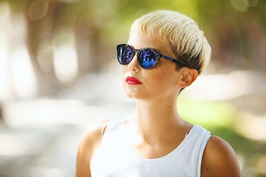 women with short thin hair