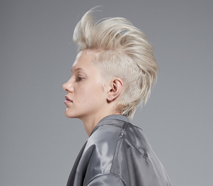 short blonde hairstyle with thin hair