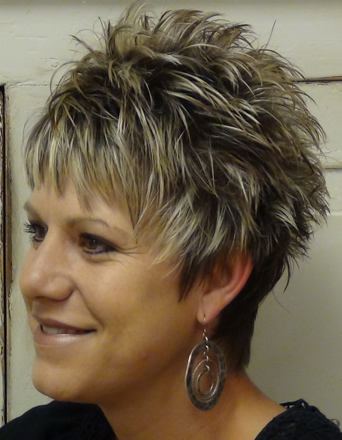 30 Classy And Simple Short Hairstyles For Older Women