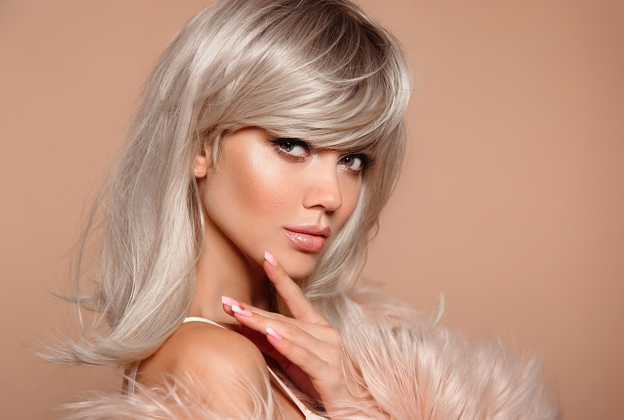 layered silver blonde hairstyle