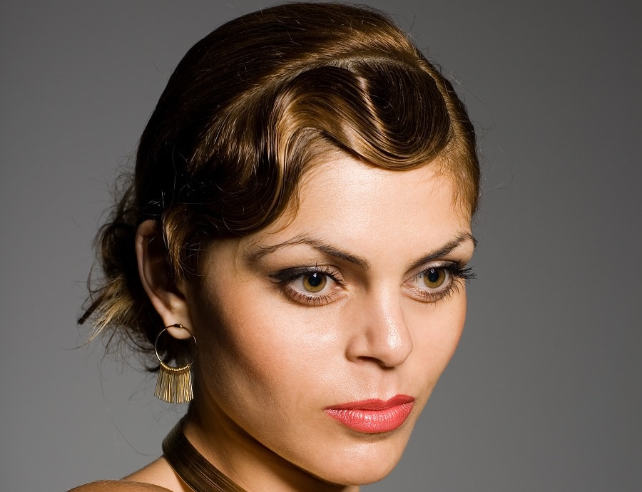 short hair with finger wave