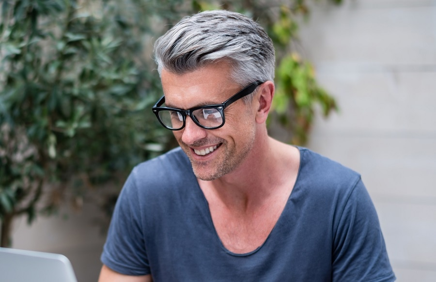 grey hairstyle for man with glasses