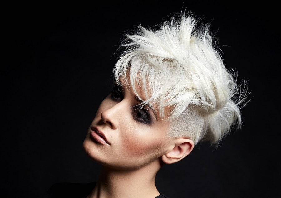 messy tapered short blonde hair