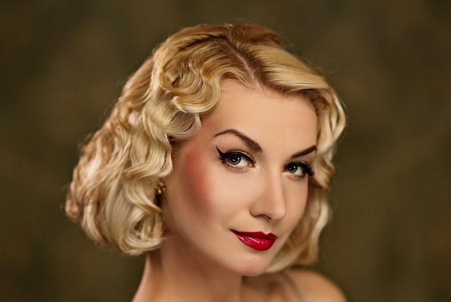 vintage hairstyle for short blonde hair
