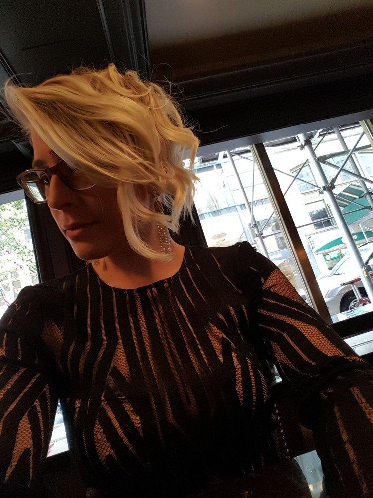 Asymmetrica Blonde Hairstylel