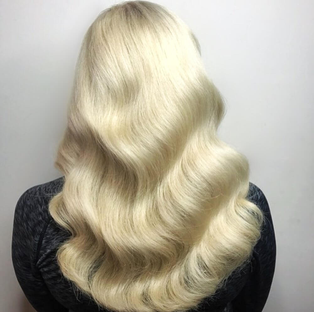 Blonde Medium Wavy Hairstyle