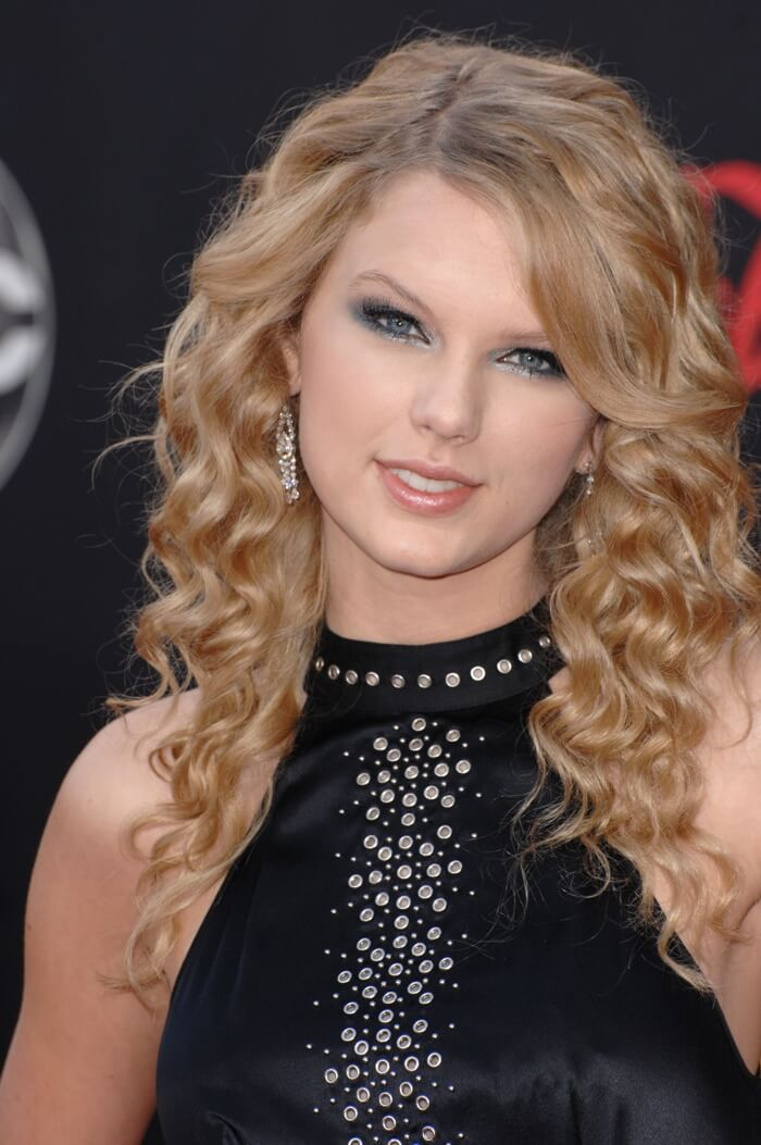 Taylor Swift Hairstyles Different Looks Sported By Swifthairdo