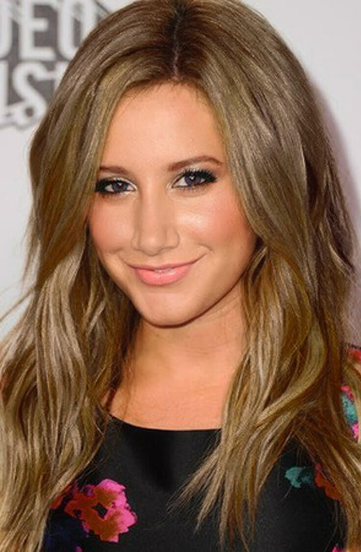 Over the Shoulders Hairstyle For Light Champagne Blonde Colored Hair with Light Blonde Highlights