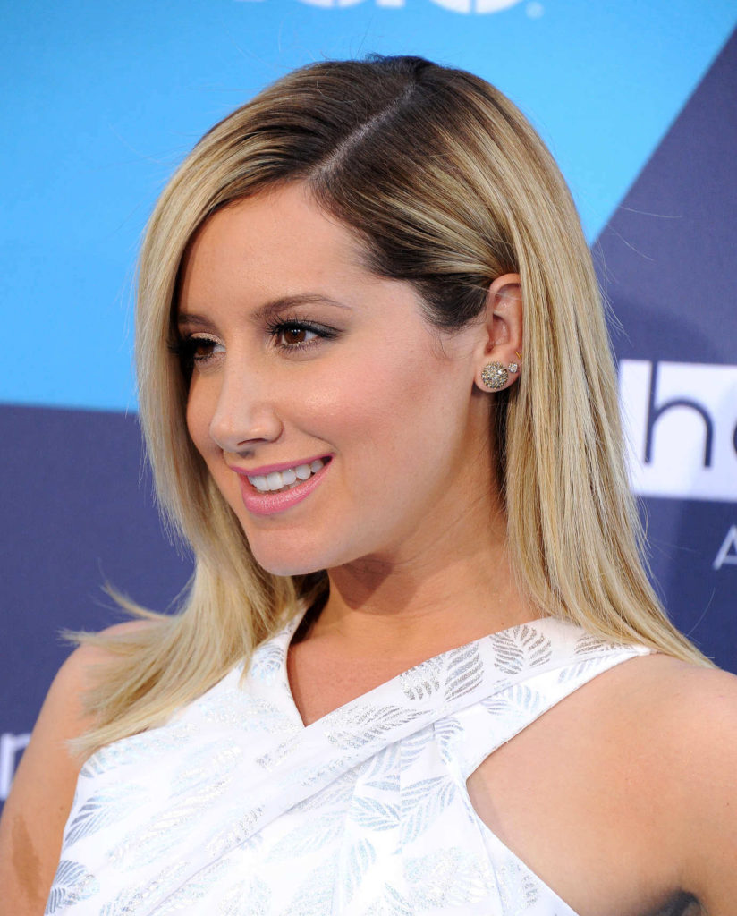 Straight Side-Parted Hairstyle For Light Blonde Colored Hair