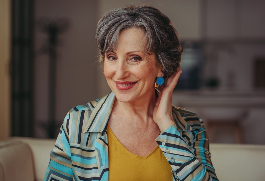 pixie bob with highlights for women over 50