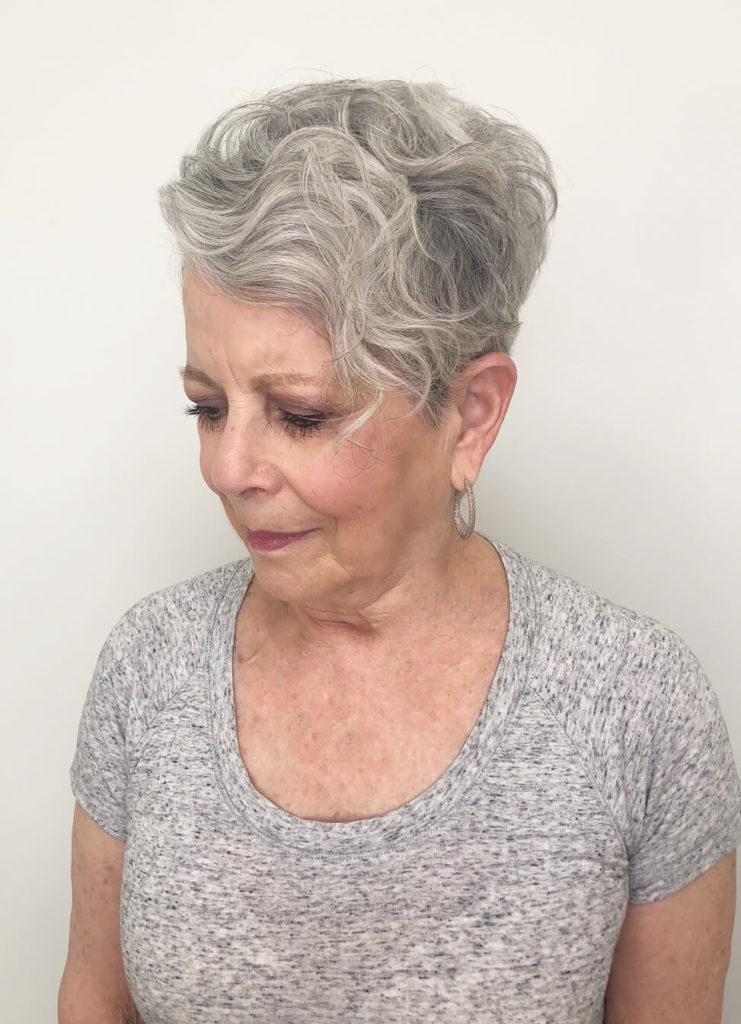 Fadeout silver hairstyle