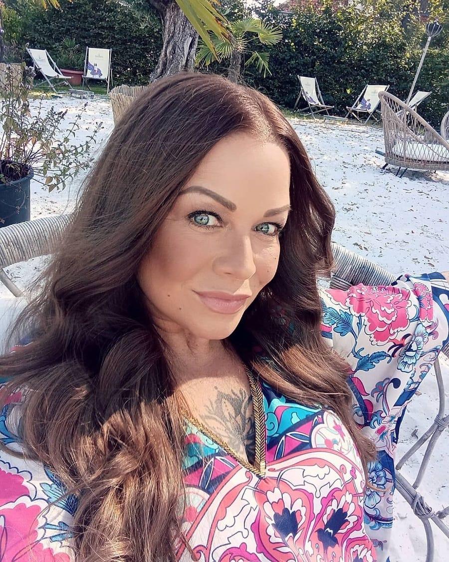 long brunette hairstyles for women over 50