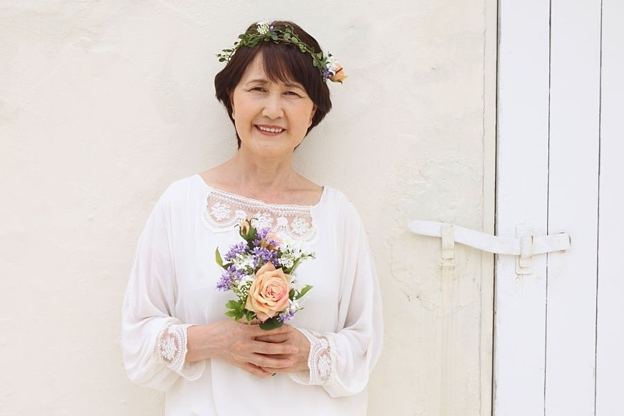 older woman's short wedding hairstyle with bangs