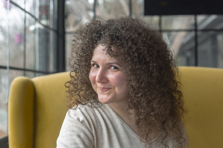 curly hairstyle for fat face woman