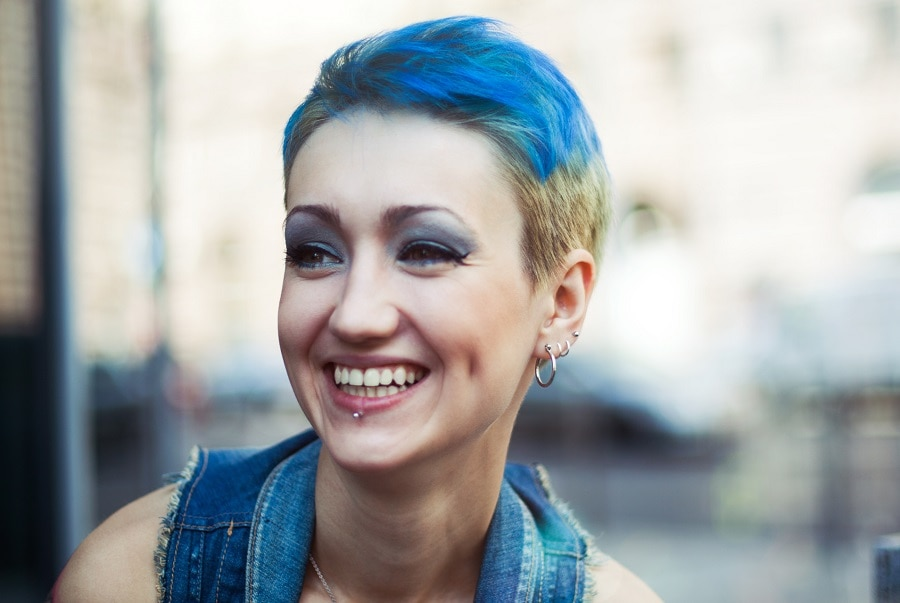 short blue grunge hairstyle with undercut