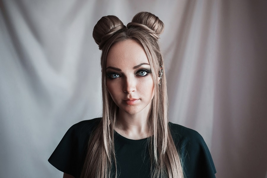 grunge hairstyle with space buns