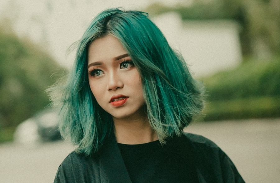 grunge hairstyle with teal green hair