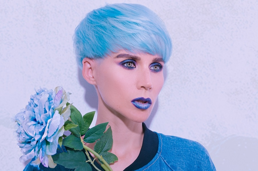 grunge hairstyle with light blue short hair