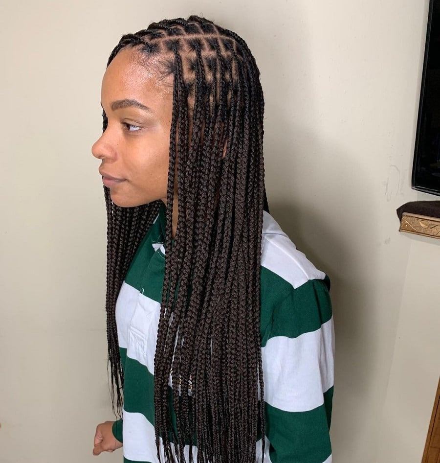 black girl with knotless box braids