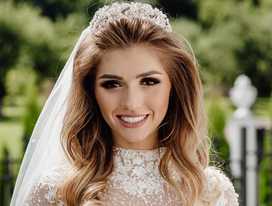 wedding hairstyle with long balayage hair