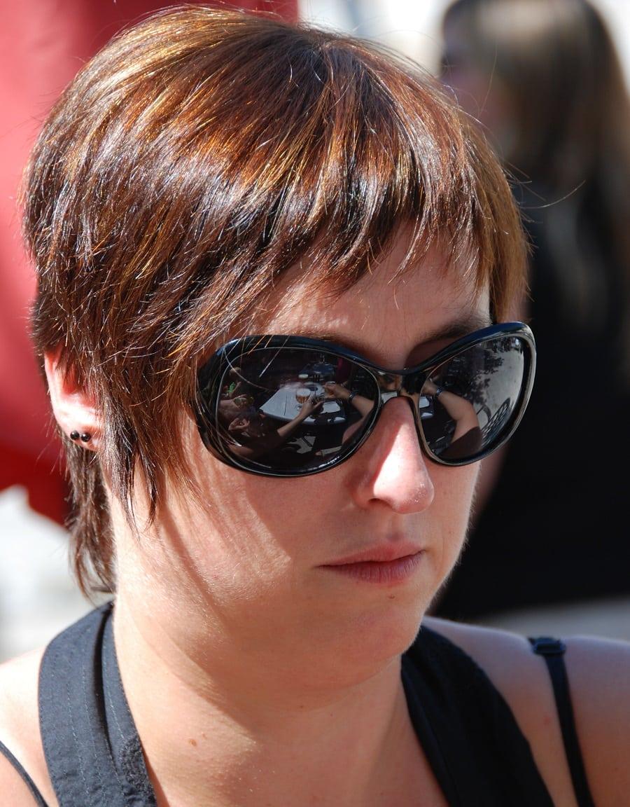 brunette pixie cut for round face woman