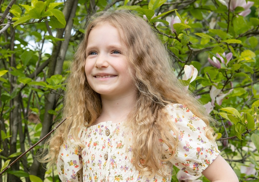 curly blonde hairstyle for kids