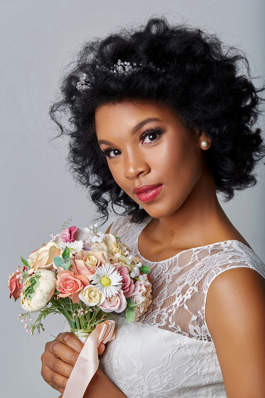 black woman with curly wedding hairstyle