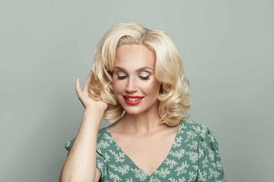 blonde woman with wavy medium bob