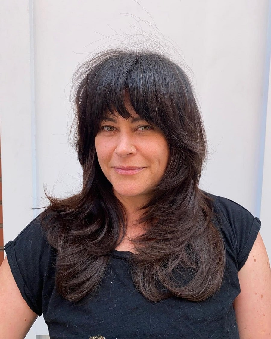 long shaggy hairstyle for women over 50